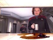 Janeway wird Zeugin einer Replikatorfehlfunktion