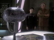 Ezri und Odo beobachten die Melone