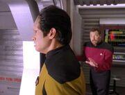 Riker versucht Kwan zu retten
