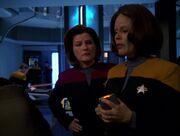 Janeway und Torres suchen einen Weg Chakotay und Seven zu retten