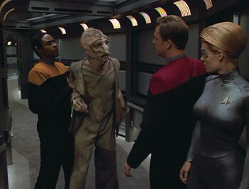 Lumas tries to attack Seven of Nine