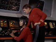 Scott meldet Kirk den Angriff auf die Enterprise