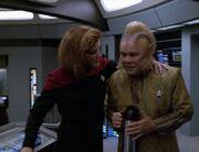 Janeway nimmt Neelix zur Seite