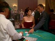 Frankie hilft Kira beim Blackjack