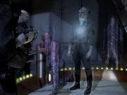 Worf wird aus Arena gebeamt