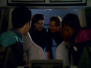 Dax und O'Brien retten Sisko und Bashir aus dem Shuttle