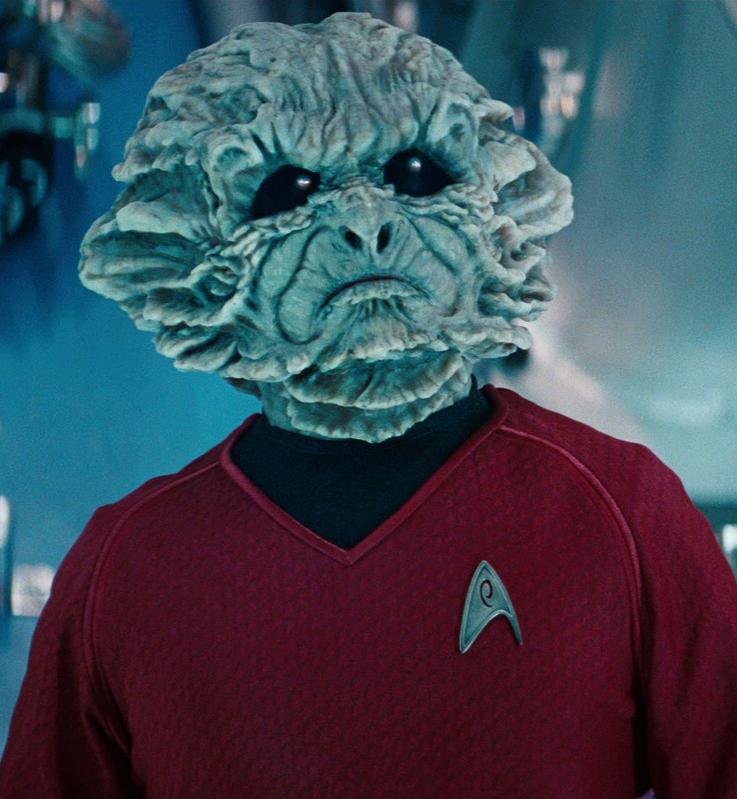 宇宙艦隊の制服を来たキーンザー