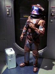 Malcolm Reed im Raumanzug