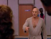 Picard im Bademantel