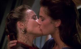 Lenara Kahn and Jadzia Dax kiss