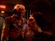 Quark und Hanok diskutieren ihre Geschäftsgebaren