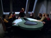 Janeway stellt Jhet'leya den Führungsoffizieren vor