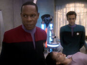 Sisko und Bashir konfrontieren Renhol mit ihren Erkenntnissen