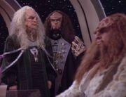 Gowron akzeptiert Kahless als Imperator