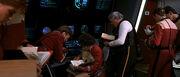 Uhura benutzt Bücher über klingonische Sprache