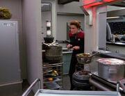 Janeway betritt die Küche