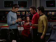 Spock untersucht den Kaffee
