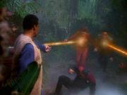 Sisko Kira und Bashir werden niedergeschossen