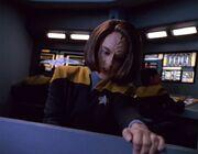 Torres versucht die Voyager im Zyklon zu stabilisieren