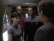 Bashir und O'Brien begrüßen Dax und Worf