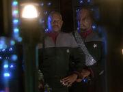 Worf spricht mit Sisko