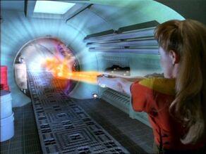 Janeway zavírá trhlinu