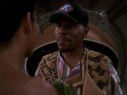 Sisko mit Baseballkappe