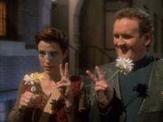 Kira und O'Brien mit Blumen 1967