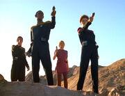 Janeway und Außenteam verteidigen sich