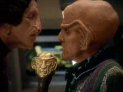 Quark spricht mit seinem Geschäftspartner