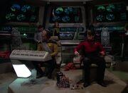 Riker trifft Vorbereitungen auf der Brücke der Hathaway