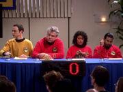 Sheldons Team beim Superbowl für Physiker