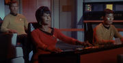 Uhura au pilotage en 2266
