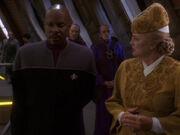 Winn unterrichtet Sisko über Gespräche mit dem Dominion