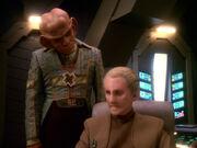 Odo holt sich Rat bei Quark