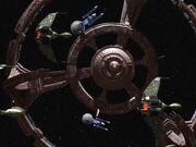 Klingonische Birds-of-Prey und Schiffe der Excelsior-Klasse bei DS9