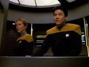 Kim beamt Kes und den Doktor an Bord