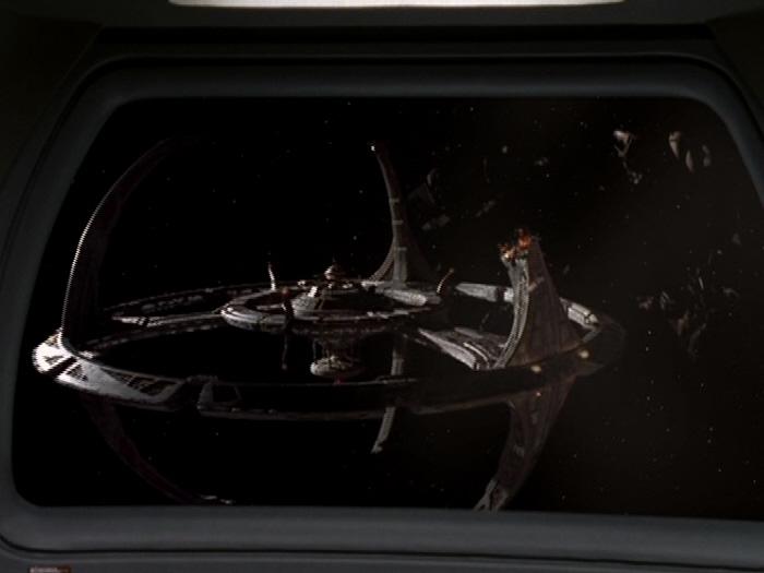 Pylon auf Deep Space 9 zerstört