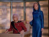Too Short a Season - admirał na wózku, z żoną