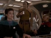 Garak diskutiert mit Dax und Sisko
