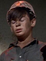 Kleinling Junge mit Stahlhelm 5 2266
