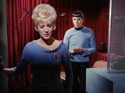 Chapel kümmert sich um Spock