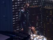 Dukat zeigt Odo den Toten