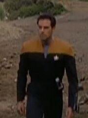 Besatzungsmitglied der USS Voyager auf einem Planeten 2371