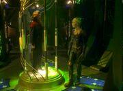 Die Borg-Königin versucht Kathryn Janeway zur Kapitulation zu überreden
