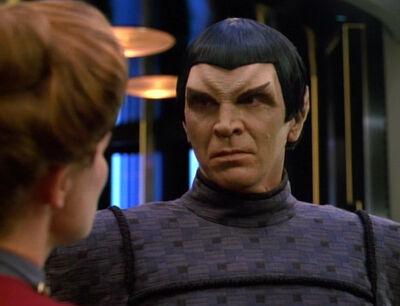 Janeway verabschiedet Telek R'Mor