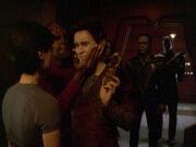 Worf bricht Weyoun Genick
