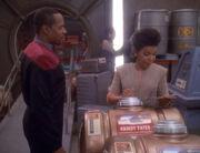 Benjamin Sisko und Kasidy Yates treffen sich in der Frachtrampe