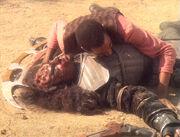Jake landet auf einem toten Klingonen