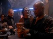 Sisko gibt dem Widerstand ein Zeichen